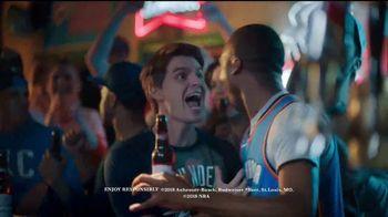 Budweiser TV Spot, 'Fanáticos del baloncesto' [Spanish] - Thumbnail 10