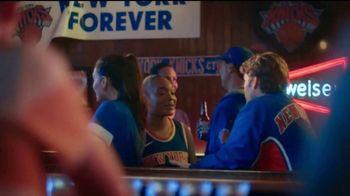 Budweiser TV Spot, 'Fanáticos del baloncesto' [Spanish] - Thumbnail 6