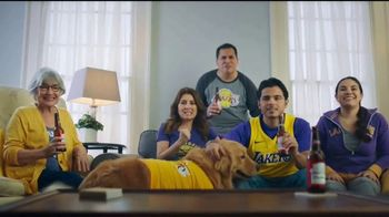 Budweiser TV Spot, 'Fanáticos del baloncesto' [Spanish] - Thumbnail 7