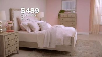 Macy's Furniture Sale TV Spot, 'Sectionals, Queen Beds and Dining Sets' - Thumbnail 6