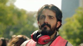 DishLATINO TV Spot, 'Multitud' con Eugenio Derbez [Spanish] - Thumbnail 4