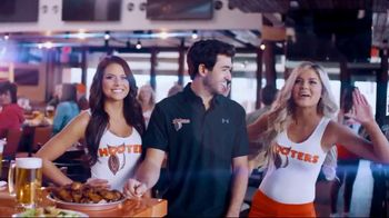 Hooters Snozzberry Sauce TV Spot, 'Coming 4.20' Featuring Chase Elliott - Thumbnail 8