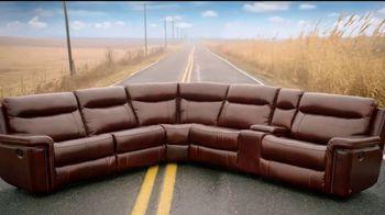 Rooms to Go TV Spot, 'Road Trip' Feat. Sofia Vergara, Cindy Crawford - Thumbnail 3