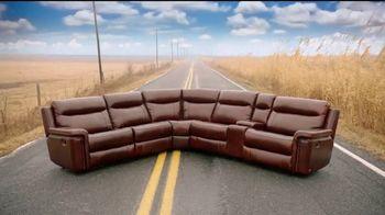 Rooms to Go TV Spot, 'Road Trip' Feat. Sofia Vergara, Cindy Crawford - Thumbnail 4