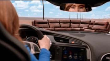 Rooms to Go TV Spot, 'Road Trip' Feat. Sofia Vergara, Cindy Crawford - Thumbnail 6