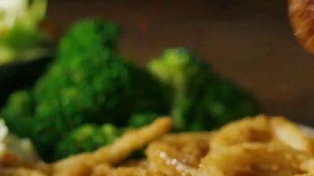 Applebee's Bigger Bolder Grill Combos TV Spot, 'I Like It I Love It' - Thumbnail 3