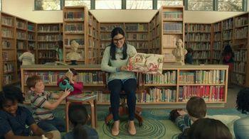 Taco Bell $5 Chalupa Cravings Box TV Spot, 'La bibliotecaria' [Spanish] - Thumbnail 1