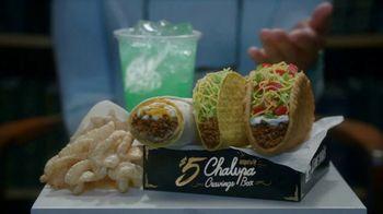 Taco Bell $5 Chalupa Cravings Box TV Spot, 'La bibliotecaria' [Spanish] - Thumbnail 5