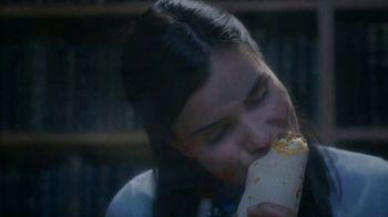 Taco Bell $5 Chalupa Cravings Box TV Spot, 'La bibliotecaria' [Spanish] - Thumbnail 6