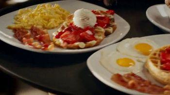 Perkins Restaurant & Bakery Strawberry Dishes TV Spot, 'Napkin' - Thumbnail 3