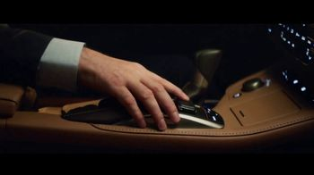 Lexus ES TV Spot, 'Una sinfonía de tecnología' [Spanish] [T1] - Thumbnail 4