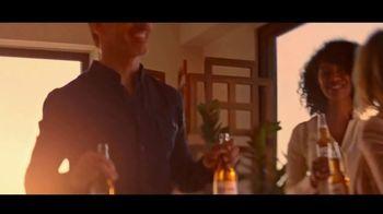 Corona Premier TV Spot, 'El balcón' canción de King Floyd [Spanish] - Thumbnail 4