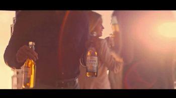 Corona Premier TV Spot, 'El balcón' canción de King Floyd [Spanish] - Thumbnail 5