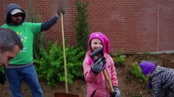 Comcast Cares Day TV Spot, 'Make the World Beautiful' - Thumbnail 7