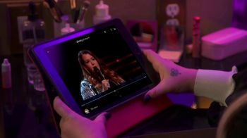XFINITY Stream App TV Spot, 'NBC: Tearing Up' Featuring Kelly Clarkson - Thumbnail 5