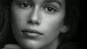 OMEGA Trésor TV Spot, 'Kaia Gerber's Choice' Song by Charlotte Gainsbourg - Thumbnail 3