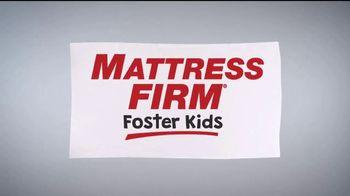 Mattress Firm Foster Kids TV Spot, 'Actividades' con Simone Biles [Spanish] - Thumbnail 1