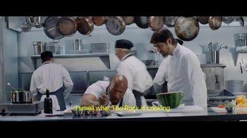 Apple iPhone 7 TV Spot, 'The Rock x Siri: Kitchen' Featuring Dwayne Johnson - Thumbnail 5
