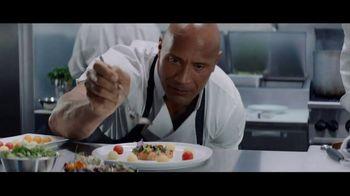 Apple iPhone 7 TV Spot, 'The Rock x Siri: Kitchen' Featuring Dwayne Johnson - Thumbnail 6