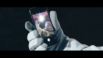 Apple iPhone 7 TV Spot, 'The Rock x Siri: Sunset Selfie' Ft. Dwayne Johnson - Thumbnail 3