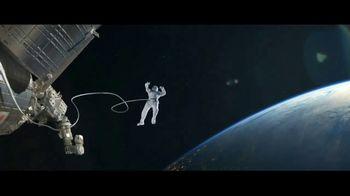 Apple iPhone 7 TV Spot, 'The Rock x Siri: Sunset Selfie' Ft. Dwayne Johnson - Thumbnail 6
