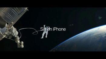 Apple iPhone 7 TV Spot, 'The Rock x Siri: Sunset Selfie' Ft. Dwayne Johnson - Thumbnail 7