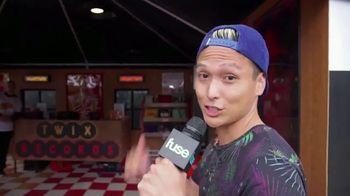 Twix TV Spot, 'Fuse: Lollapalooza' - Thumbnail 3
