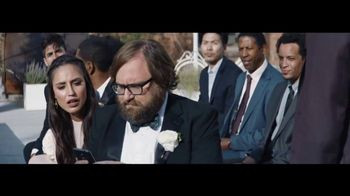Verizon Unlimited TV Spot, 'Live Wedding: Pixel' Ft. Thomas Middleditch - Thumbnail 5