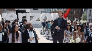 Verizon Unlimited TV Spot, 'Live Wedding: Pixel' Ft. Thomas Middleditch - Thumbnail 6