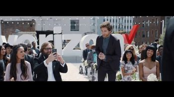 Verizon Unlimited TV Spot, 'Live Wedding: Pixel' Ft. Thomas Middleditch - Thumbnail 9