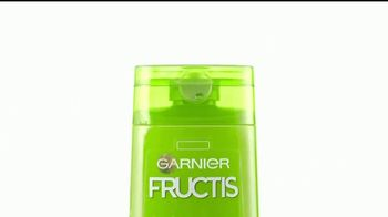 Garnier Fructis Sleek & Shine TV Spot, 'Rizos' canción de ZZ Top [Spanish]