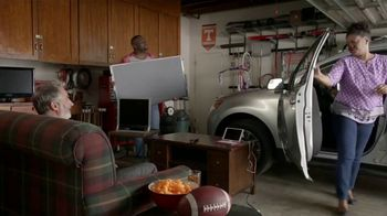 Dish Network Multi-View TV Spot, 'The Spokeslistener: Man Cave' - Thumbnail 3