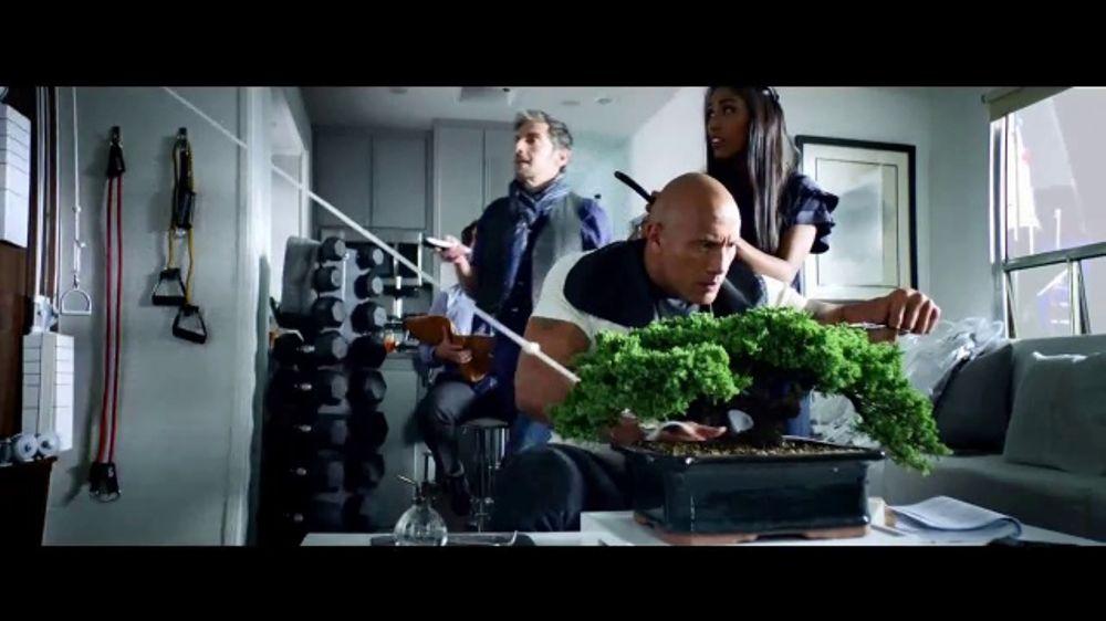 Apple iPhone 7 TV Commercial, 'La Roca x Siri: tiempo'