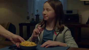 Kraft Macaroni & Cheese Shapes TV Spot, 'Spectator' - Thumbnail 6