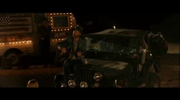 GEICO Boat TV Spot, 'Beach Camp' Featuring Drake White - Thumbnail 9