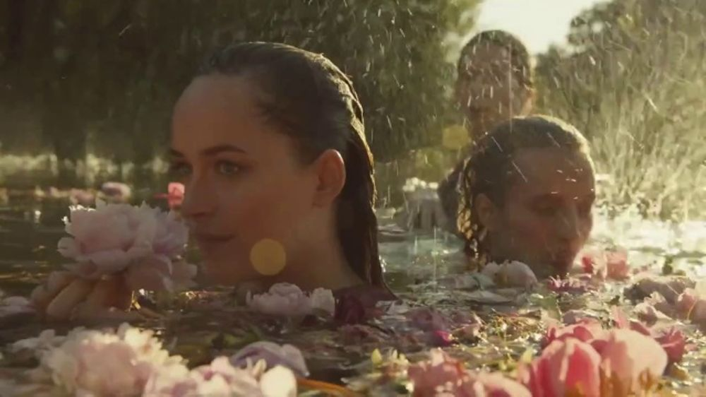 Gucci Bloom TV Commercial, 'Campaign Film' Ft. Dakota ...