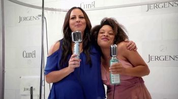 Jergens TV Spot, 'Shower to Stage' Featuring Sara Evans - Thumbnail 3