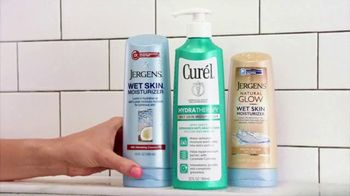 Jergens TV Spot, 'Shower to Stage' Featuring Sara Evans - Thumbnail 4