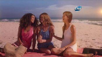Dial Hibiscus Water Body Wash TV Spot, 'Beach Day' - Thumbnail 3