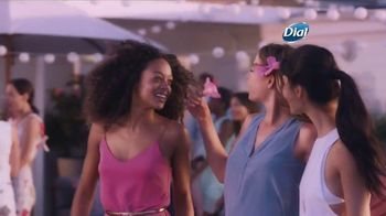 Dial Hibiscus Water Body Wash TV Spot, 'Beach Day' - Thumbnail 8