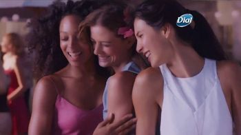 Dial Hibiscus Water Body Wash TV Spot, 'Beach Day' - Thumbnail 9