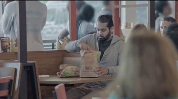 Burger King 2 for $6 Whopper Deal TV Spot, 'Sorpresa' [Spanish] - Thumbnail 4