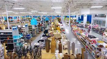 At Home TV Spot, 'Inner Decorator: Patio Cushions' - Thumbnail 9