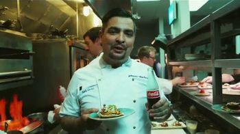 Coca-Cola TV Spot, 'Food Feuds: comida latina' con Aarón Sánchez [Spanish] - Thumbnail 7