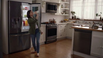 LG InstaView Door-in-Door Refrigerator TV Spot, 'Dad's Lemonade' - Thumbnail 4