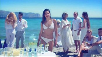 Venus TV Spot, 'Beach Day'