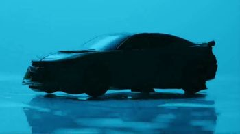 Transformers: The Last Knight Figure TV Spot, 'Night Armor Turbo Bumblebee' - Thumbnail 3