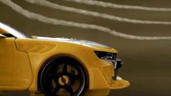 Transformers: The Last Knight Figure TV Spot, 'Night Armor Turbo Bumblebee' - Thumbnail 4