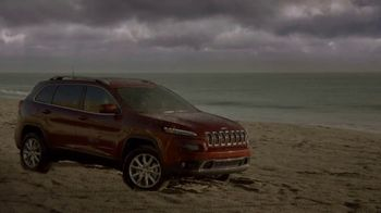 Jeep Spring Sales Event TV Spot, 'Far From Home: 2017 Jeep Grand Cherokee' [T2] - Thumbnail 5