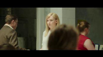 Netflix TV Spot, 'On Body and Soul' - Thumbnail 4